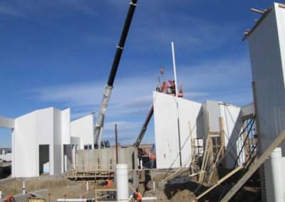 Setting-tall-Conform-wall-with-crane-1